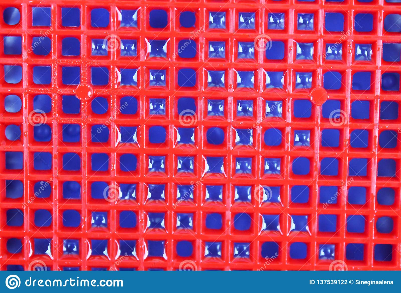 Roter blauer Hintergrund und Beschaffenheit mit Wassertröpfchen