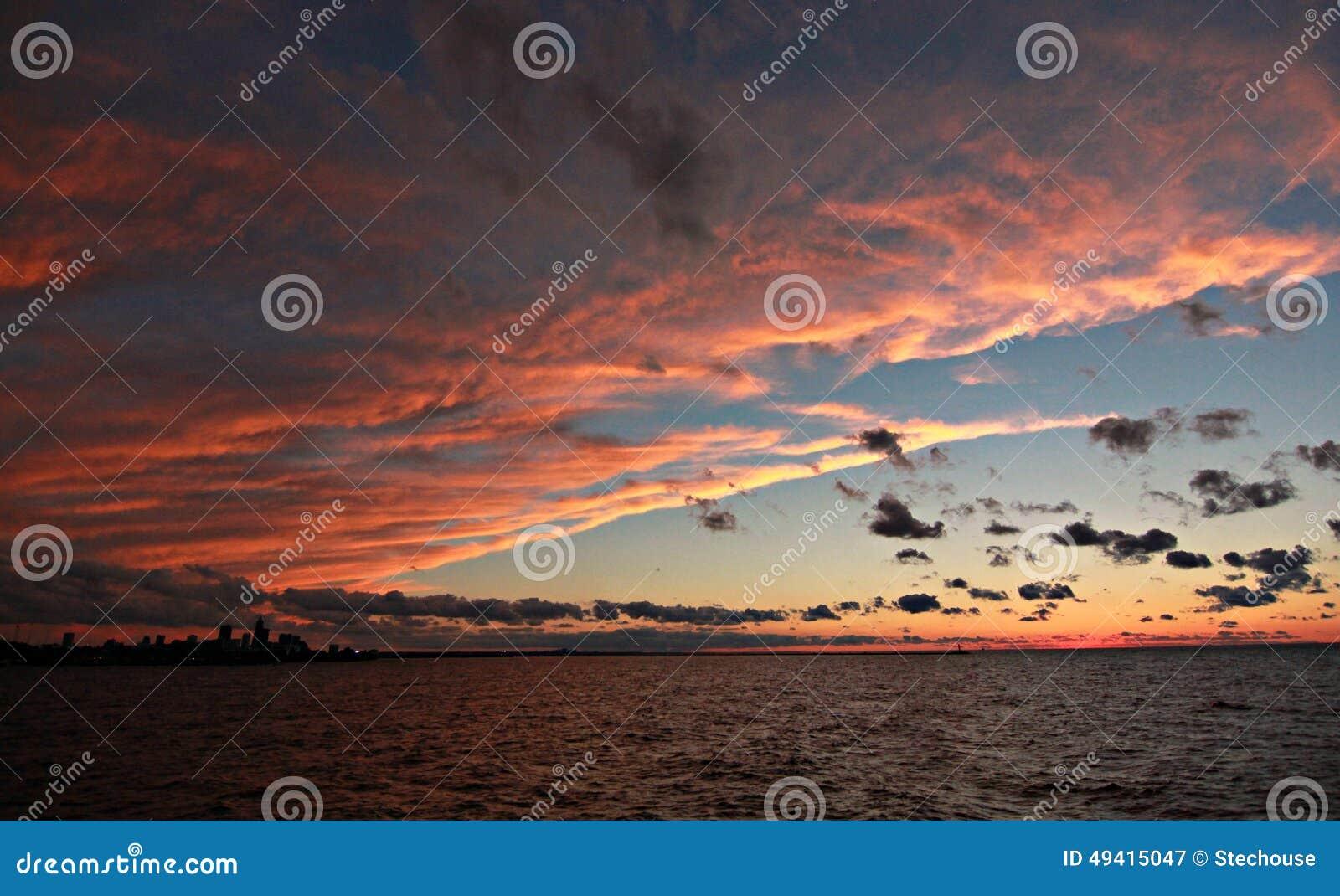 Download Roter Himmel Nachts, Cleveland, Ohio Stockbild - Bild von himmel, golden: 49415047