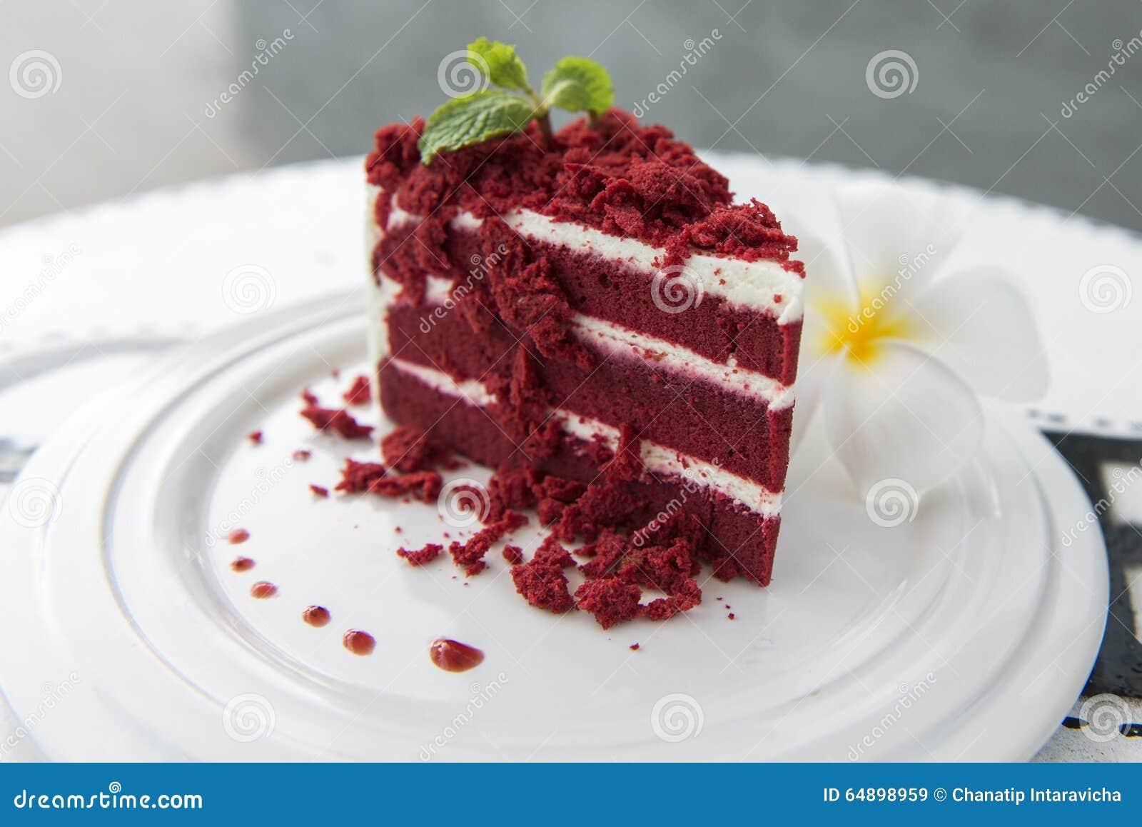 roter kuchen stockbild bild von bereift gebacken s 64898959