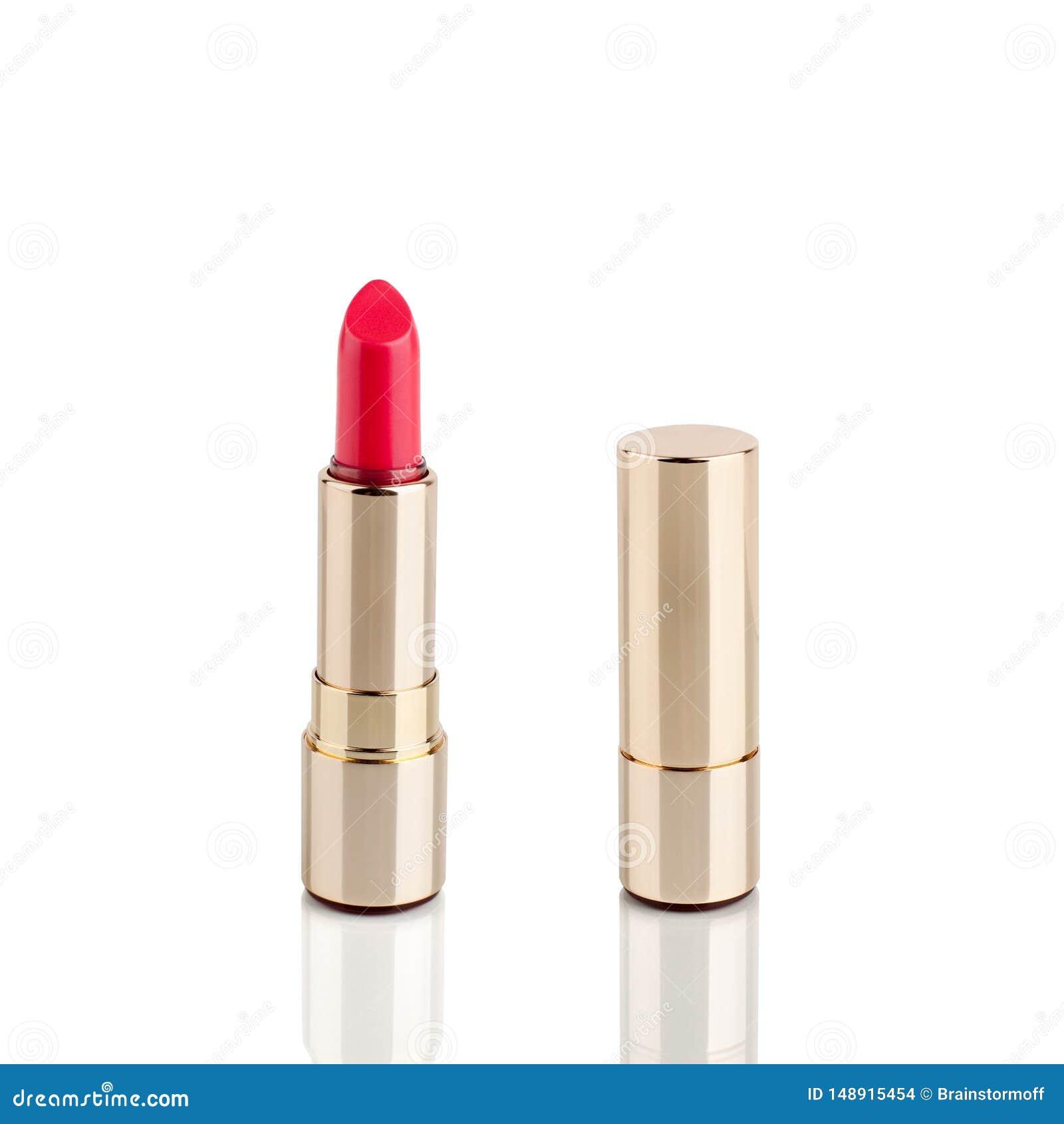 Roter Lippenstift im goldenen Rohr auf wei?em Hintergrund mit Spiegelreflexion auf Glaslokalisiertem Oberfl?chenabschlu? oben, gl