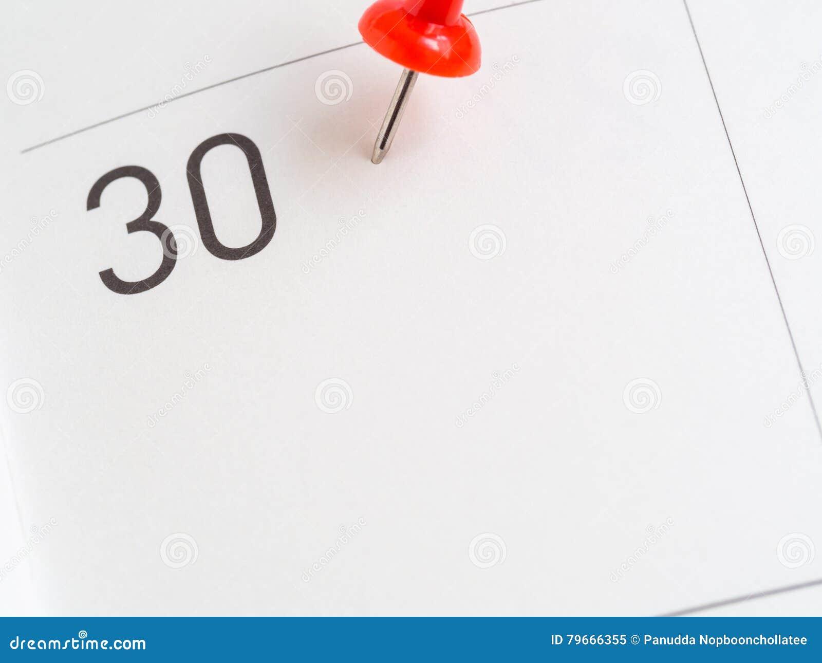 Roter Stift vom Papier mit 30 Kalendern