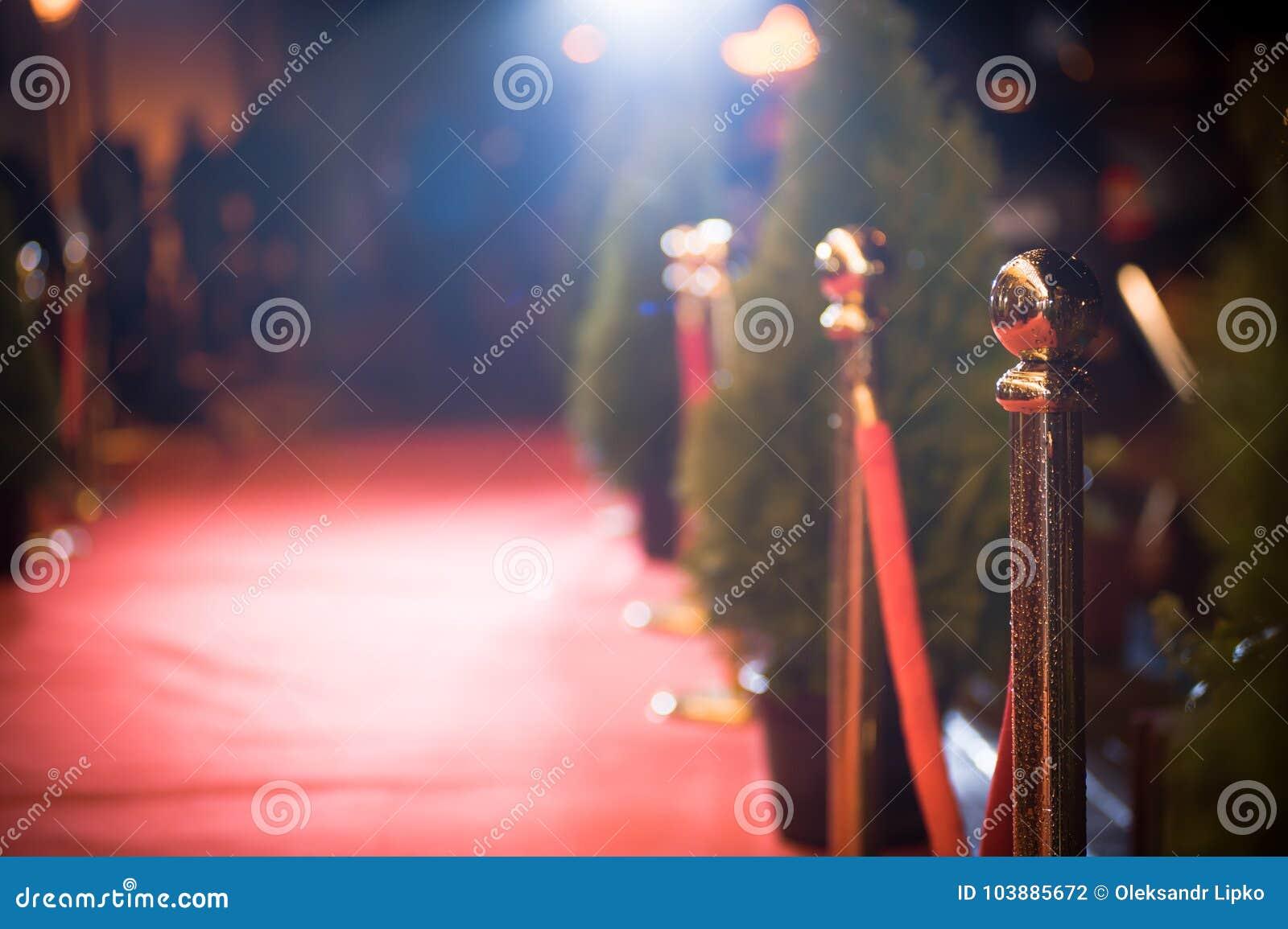 Roter Teppich - wird traditionsgemäß benutzt, um den Weg zu markieren, der durch Staatsoberhäupter bei den zeremoniellen und form