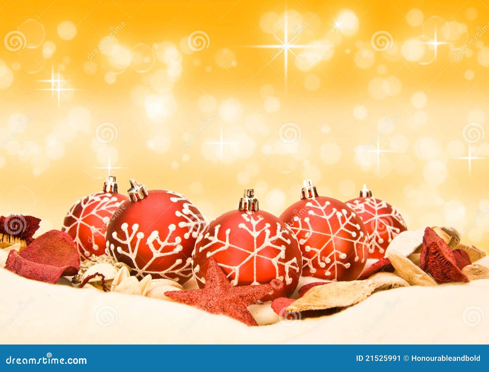 Roter Weihnachtsflitter auf goldenem Hintergrund