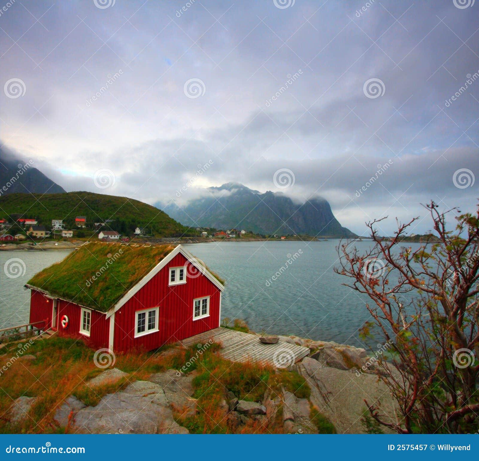 Rotes Haus Und Meer Lizenzfreie Stockfotografie Bild