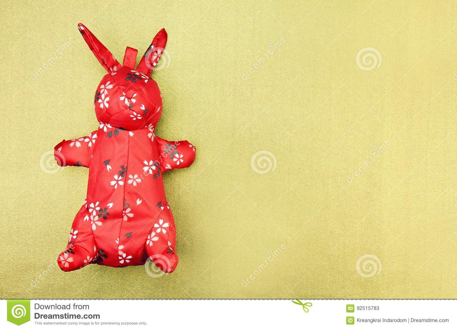 Rotes Kaninchenstoffspielzeug mit orientalischem Muster, chinesisches traditionelles
