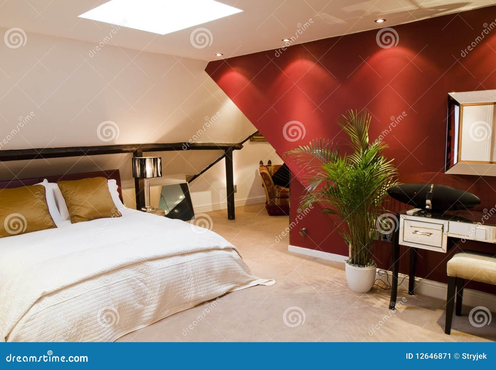 rotes modernes schlafzimmer stockbild bild 12646871. Black Bedroom Furniture Sets. Home Design Ideas