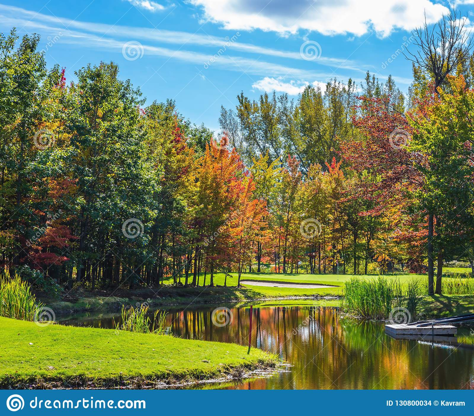 Rotes, orange und gelbes Herbstlaub