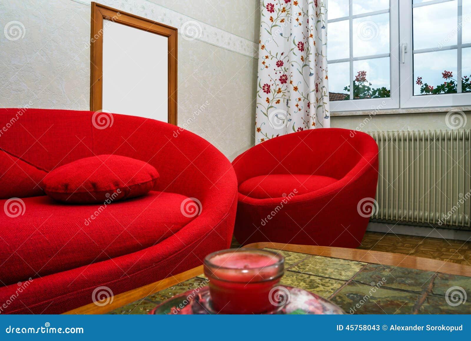 rotes rundes sofa stockfoto bild 45758043. Black Bedroom Furniture Sets. Home Design Ideas