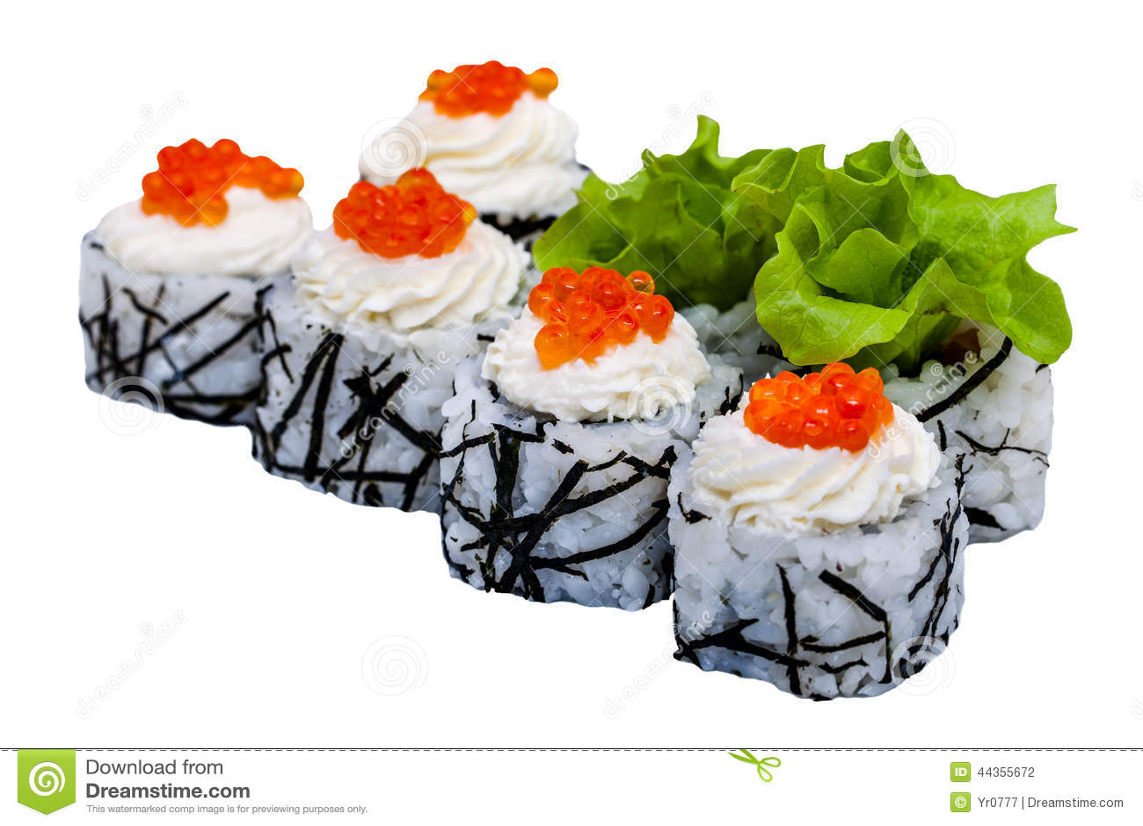 Rotoli di sushi con il caviale isolato su fondo bianco