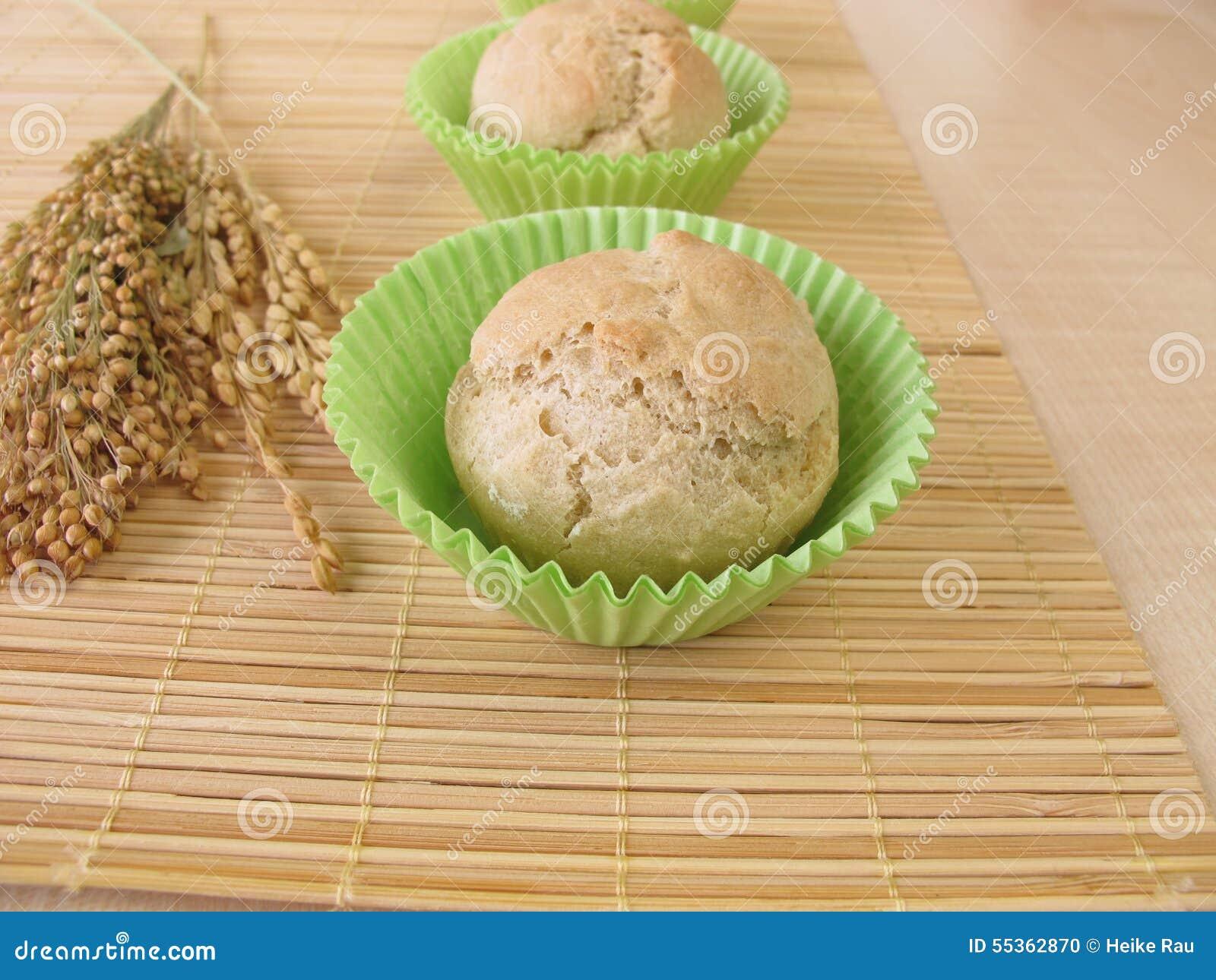 Rotoli i muffin con compitato, miglio e riso