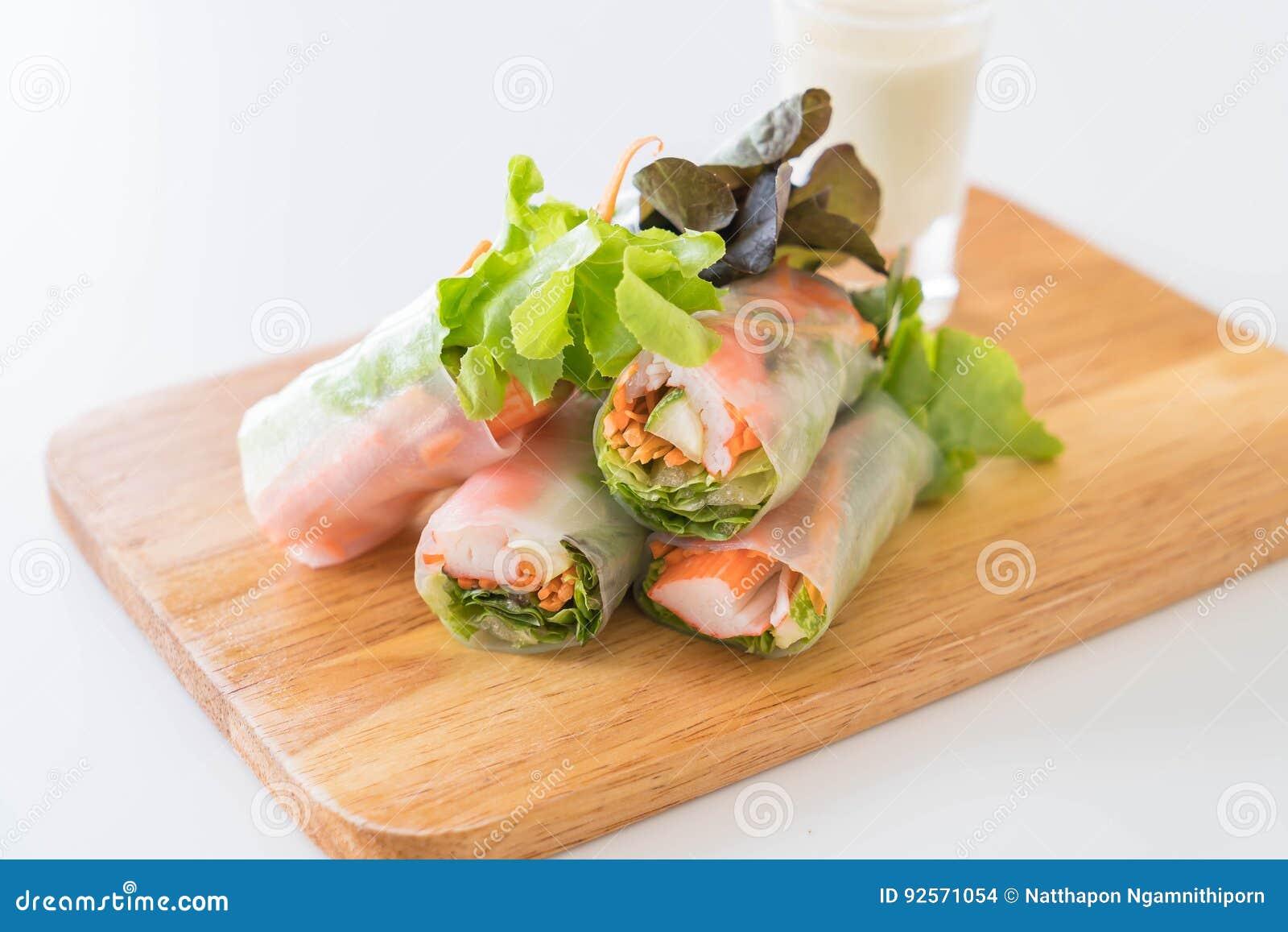 Rotolo di molla della tagliatella della verdura fresca