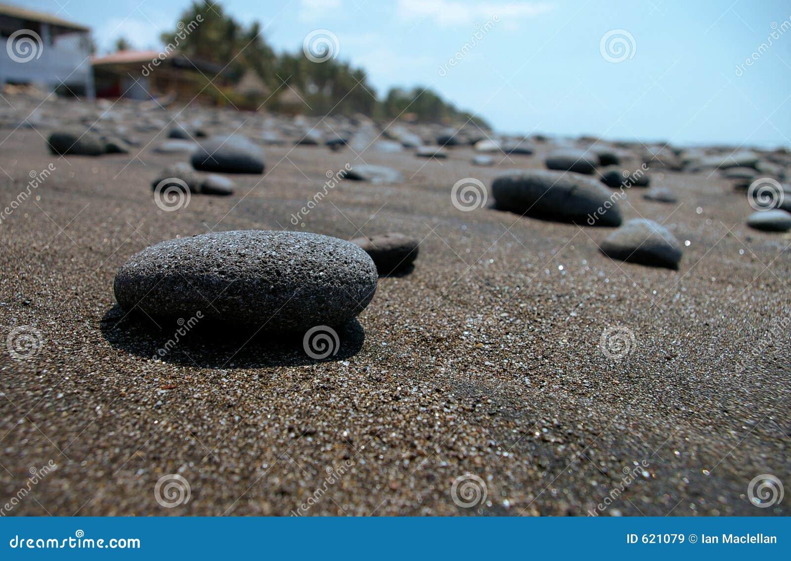 Rots op het strand