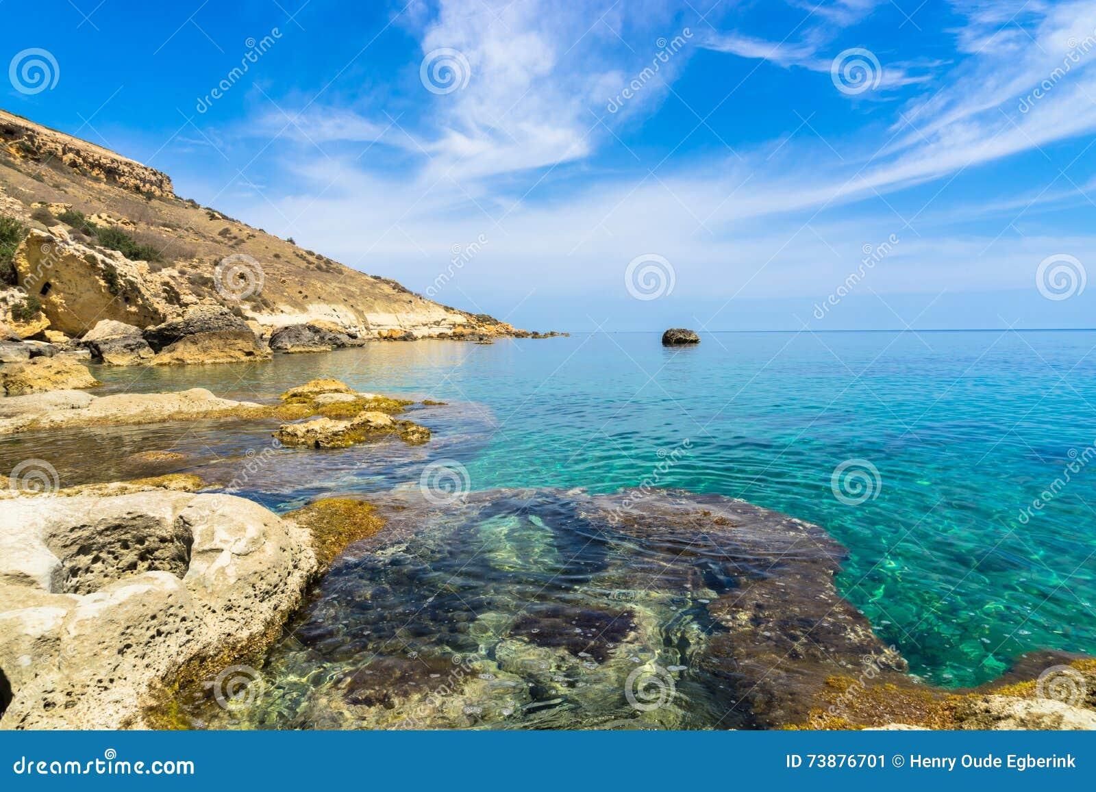 Rotsachtige kustlijn van Gozo