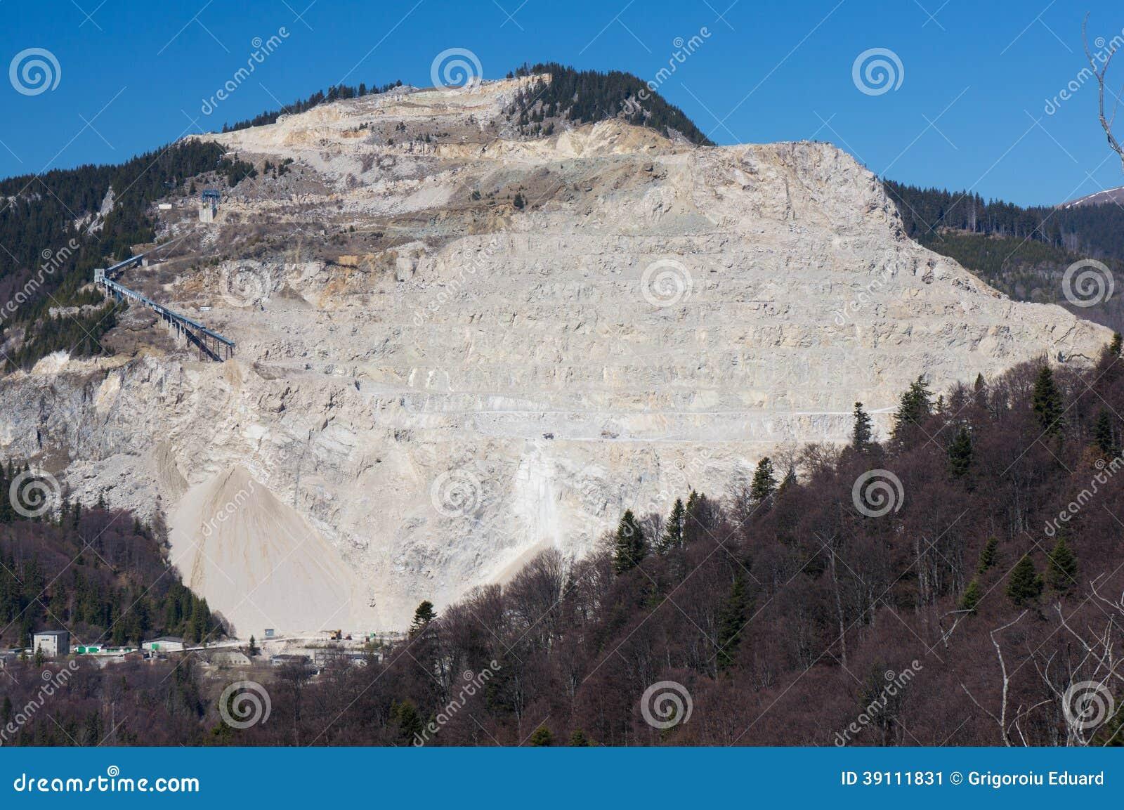 Rotssteengroeve in de bergen