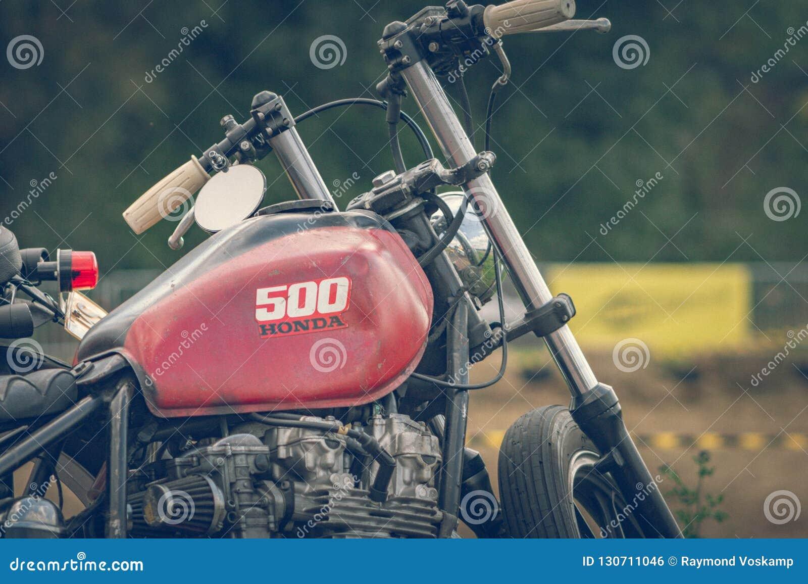 ROTTERDAM, holandie - WRZESIEŃ 2 2018: Motocykle są shini