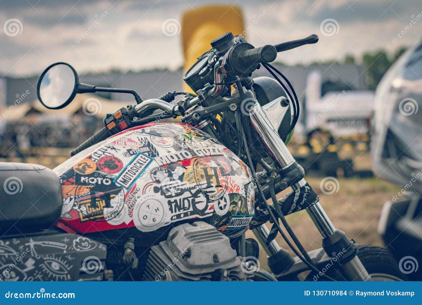 ROTTERDAM, PAÍSES BAJOS - 2 DE SEPTIEMBRE DE 2018: Las motocicletas son shini