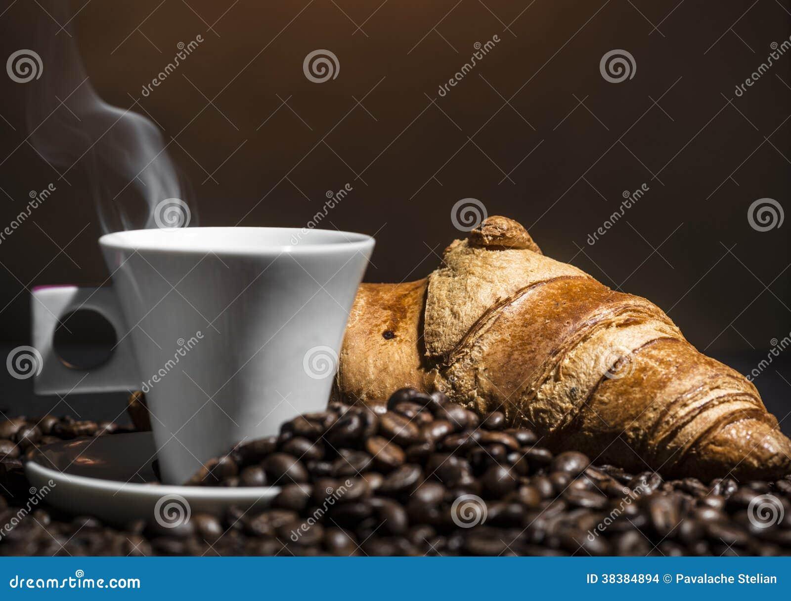 Rottura del croissant e del caffè