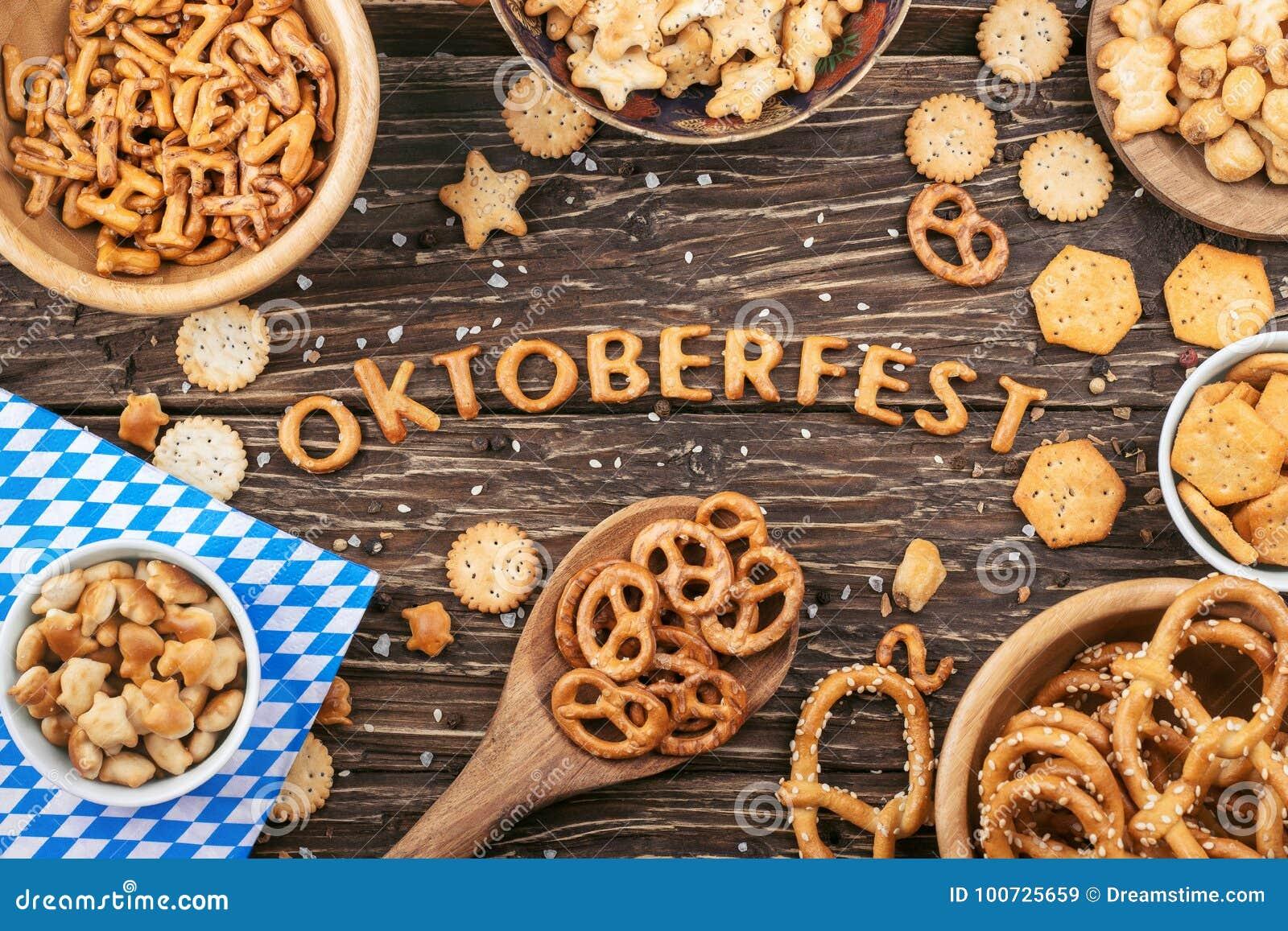 Rotulação de Oktoberfest Biscoitos salgados, pretzeis e outro petisco