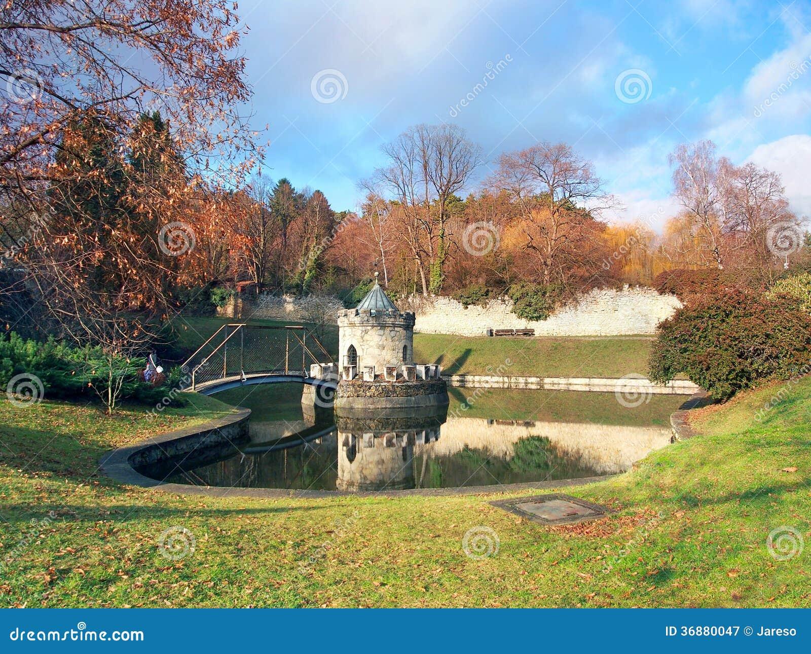 Download Rotunda E Lago Al Castello Di Bojnice, Slovacchia Immagine Stock - Immagine di eredità, cecoslovacco: 36880047