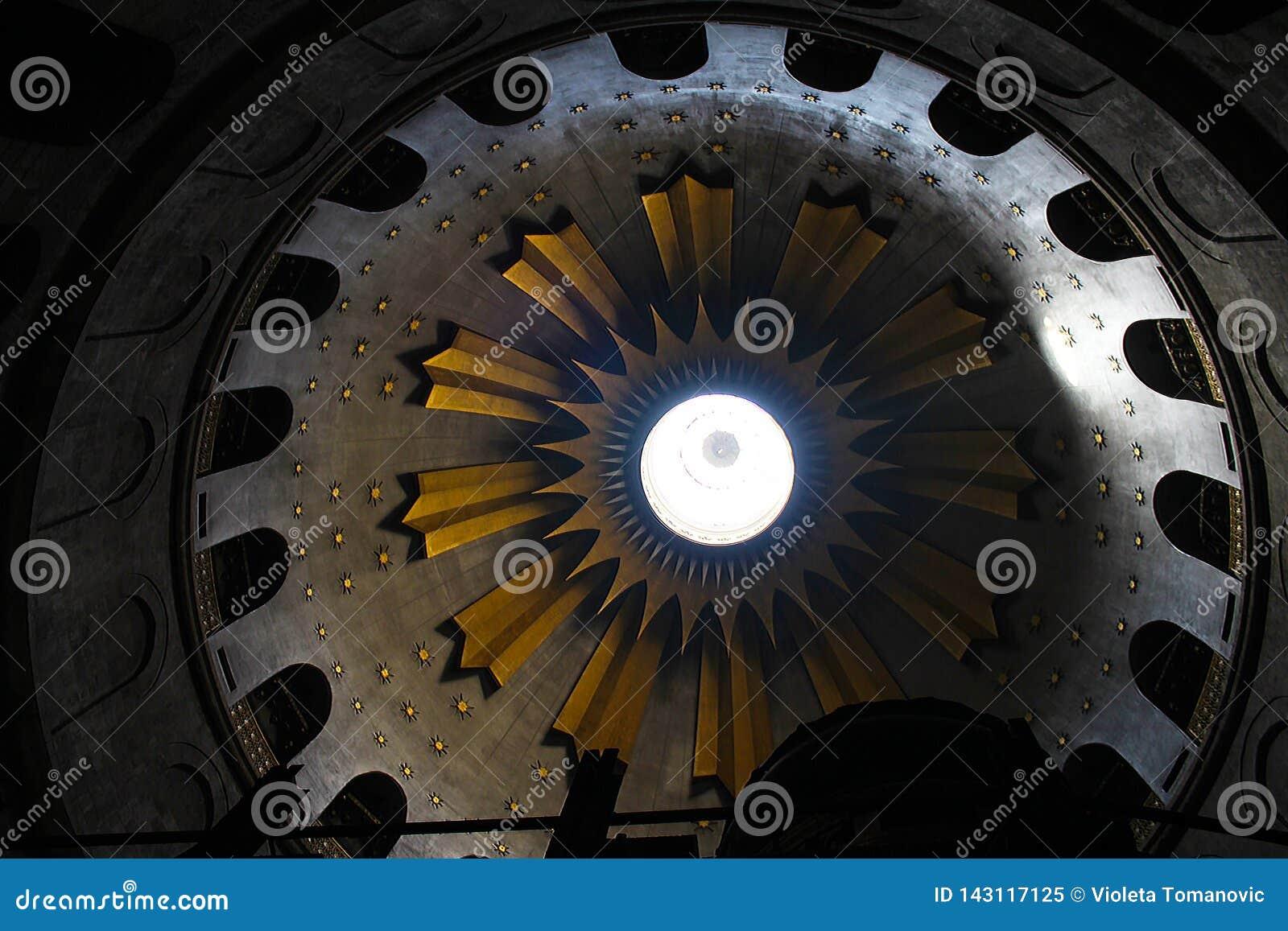 Rotunda i kyrkan av den heliga griften, Kristus gravvalv, i den gamla staden av Jerusalem, Israel