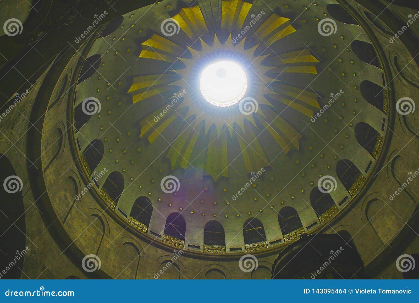 Rotunda ovanför Edicule i kyrkan av den heliga griften, Kristus gravvalv, i den gamla staden av Jerusalem, Israel