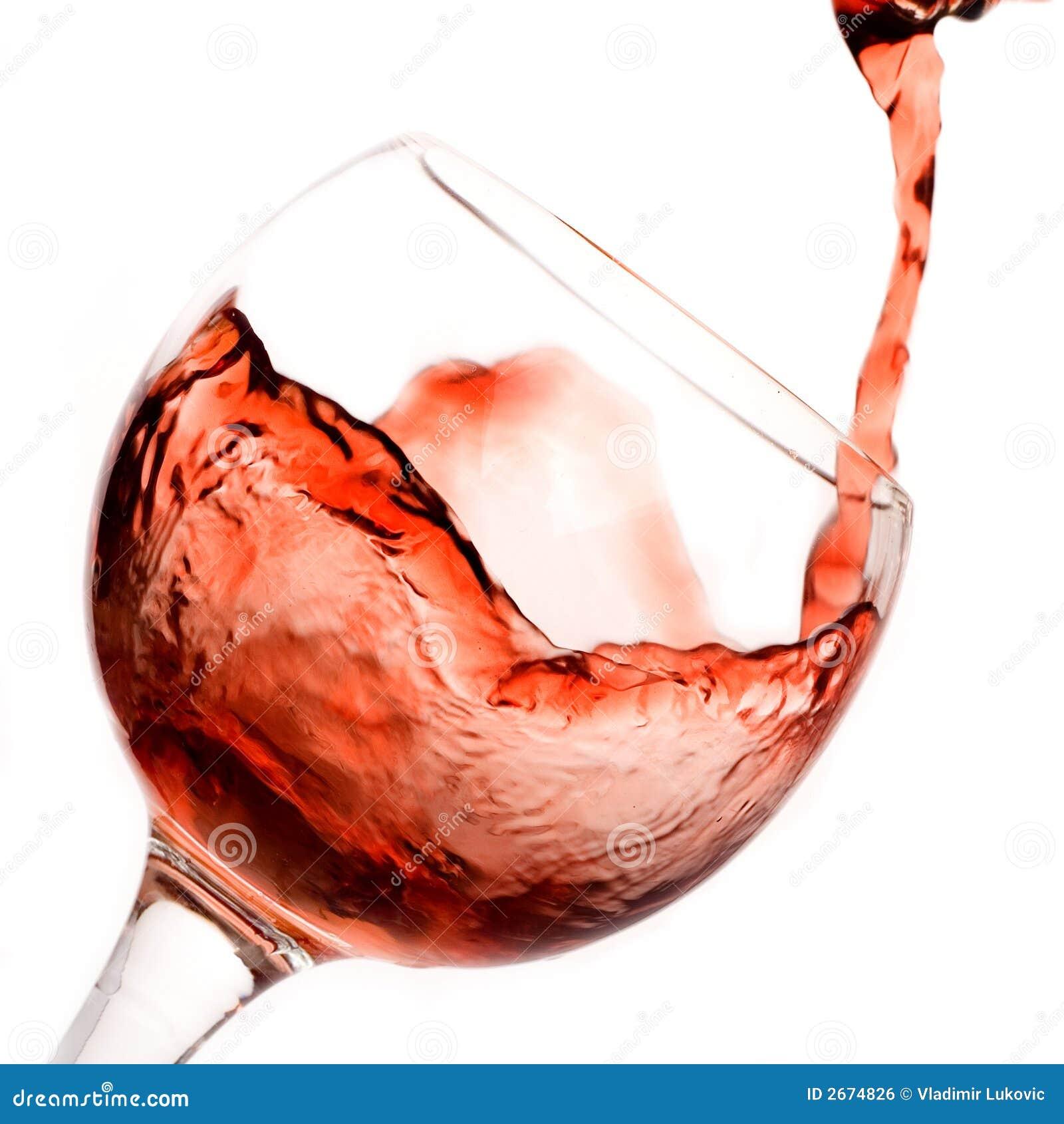 Rotwein, der unten gießt