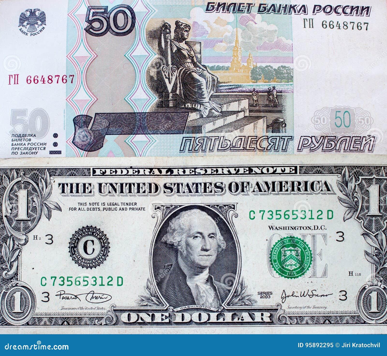 Roubles russes et dollar US - billet de banque