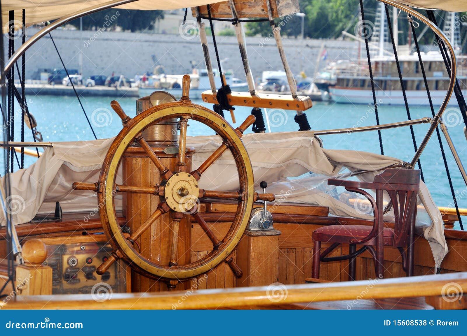 Roue de bateau photo stock image du pilotes bateau - Bateau sur roues ...
