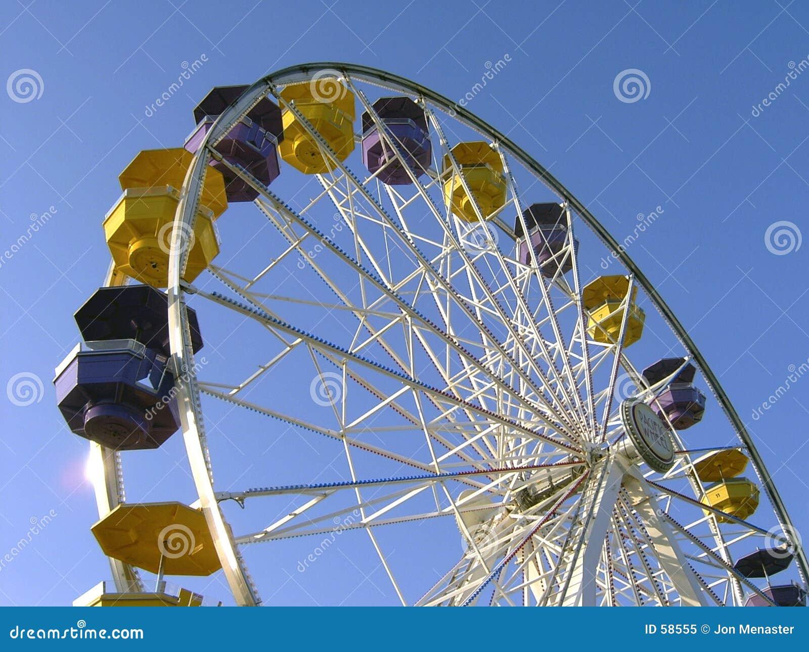 Download Roue de Ferris image stock. Image du pilier, amusement, gondole - 58555