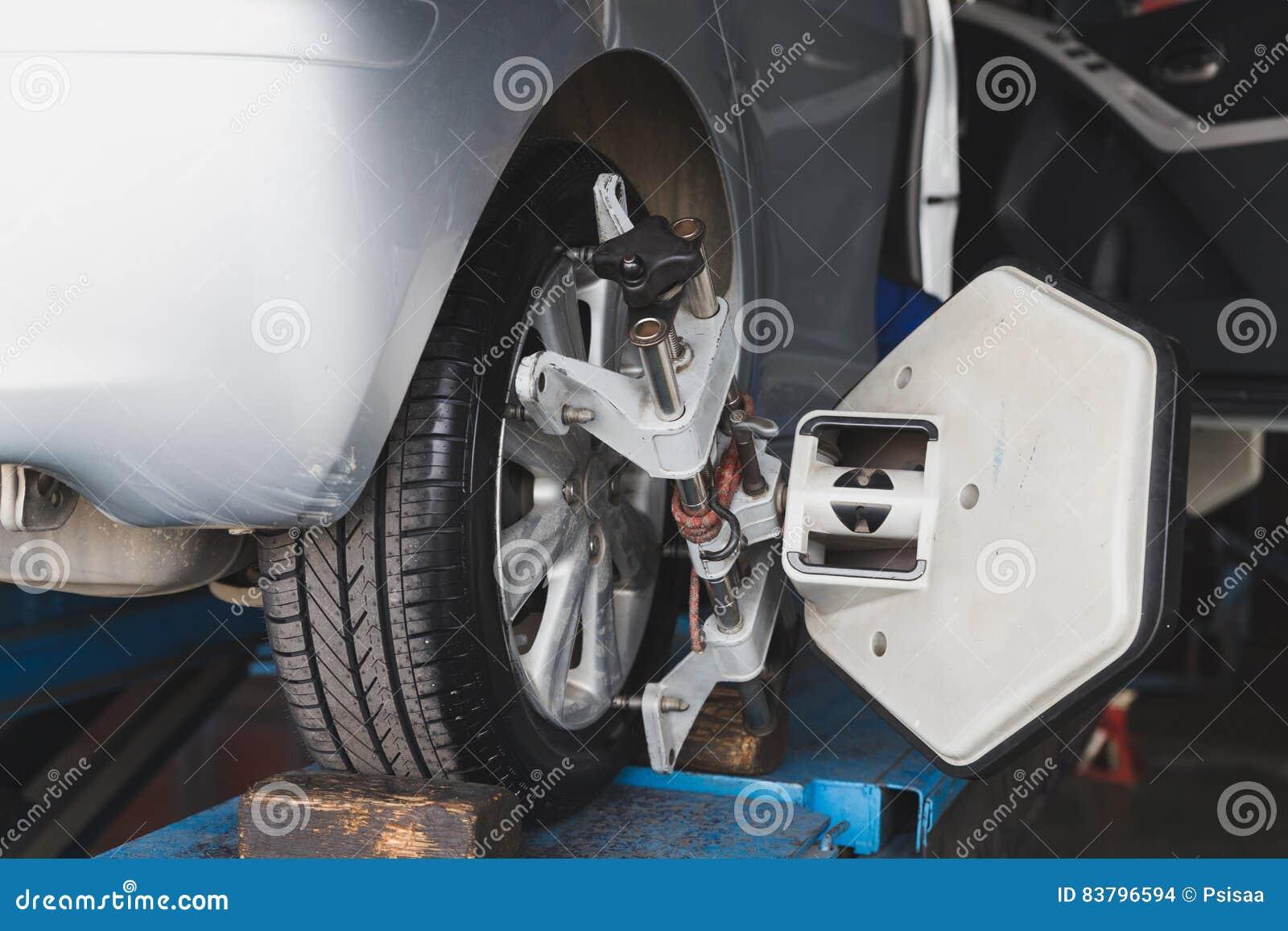Roue de véhicule fixe avec la bride automatisée de machine de cadrage de roue