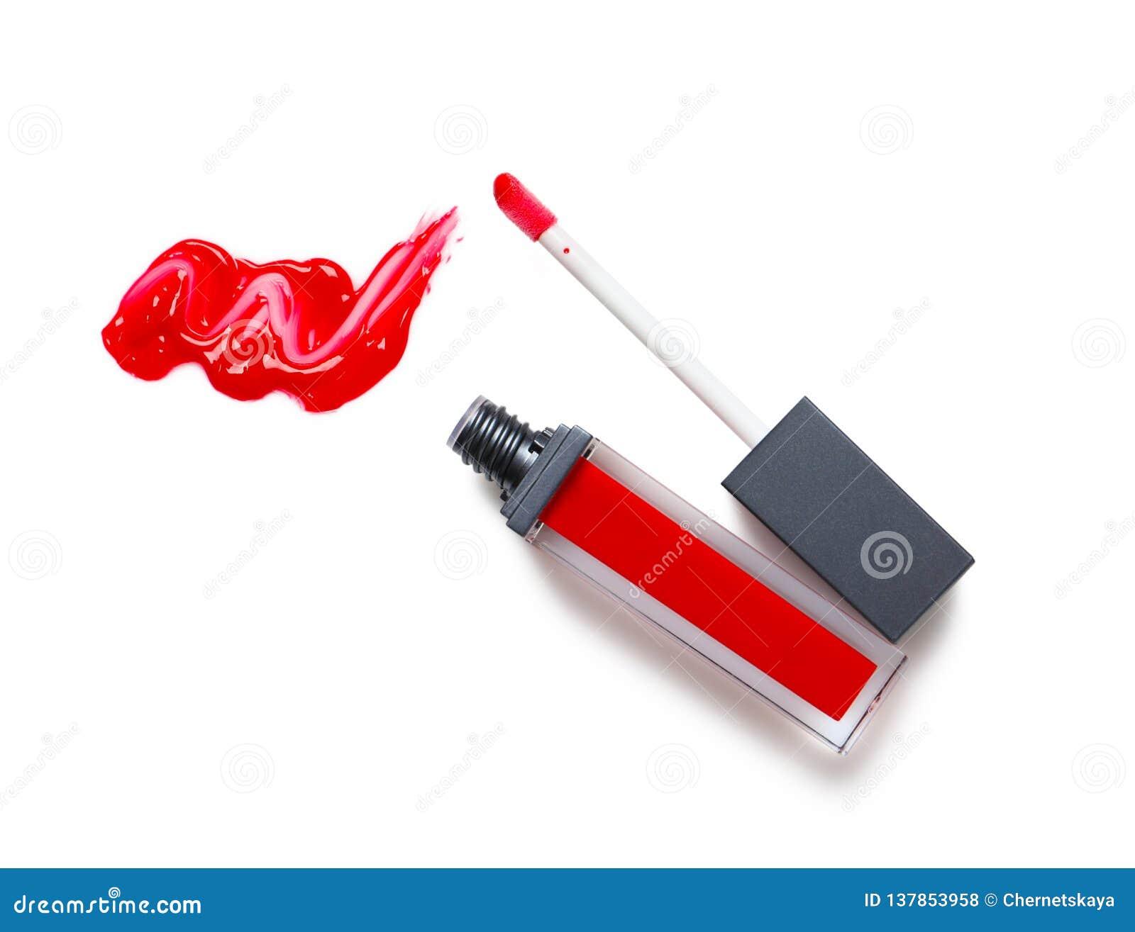 Rouge à lèvres liquide rouge avec la calomnie et applicateur d isolement sur le blanc