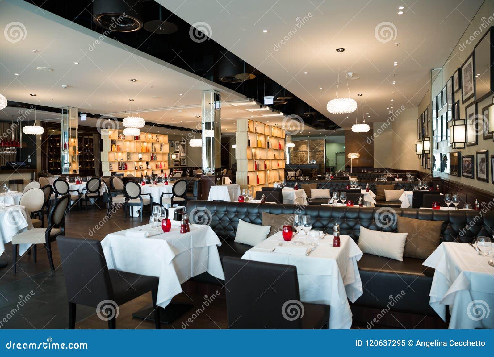 Rouge, blanc et décoration intérieure de restaurant de Brown