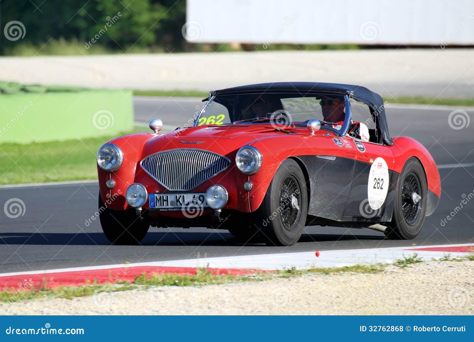 Rouge/noir Austin Healey 100/4 BN1, 1954, conduit dans Autodromo di Vallelunga pendant le Miglia 1000
