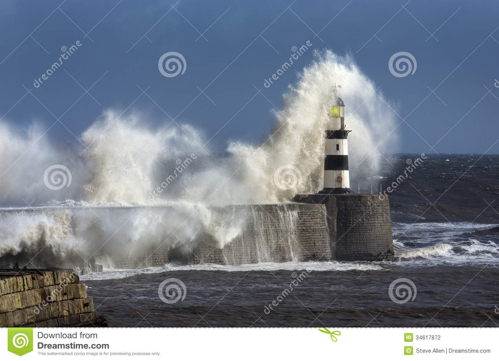 Rough Sea - Seaham Lighthouse - England