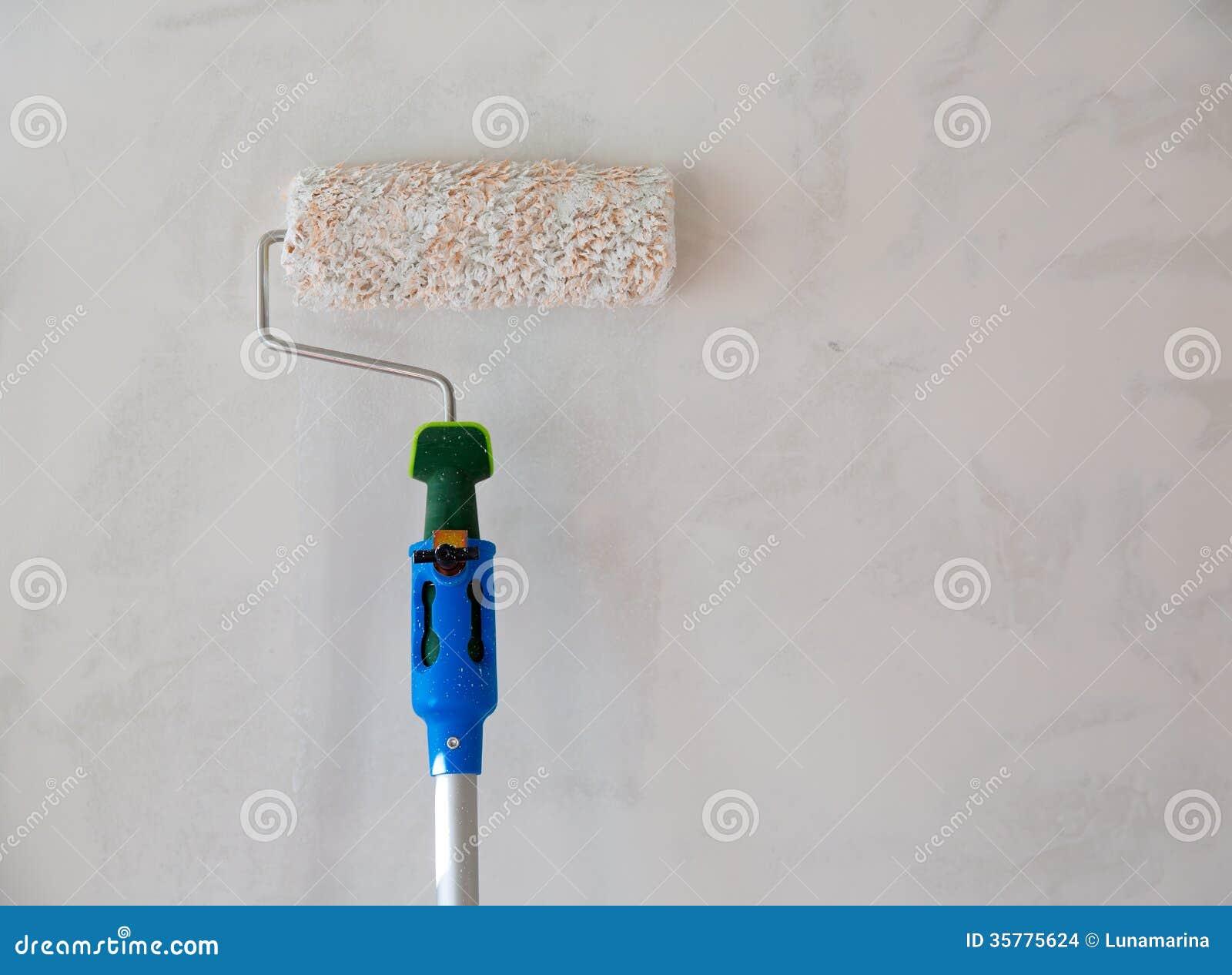 Rouleau de peinture pour le mur de peinture apr s pl trage images stock image 35775624 for Peinture pour mur