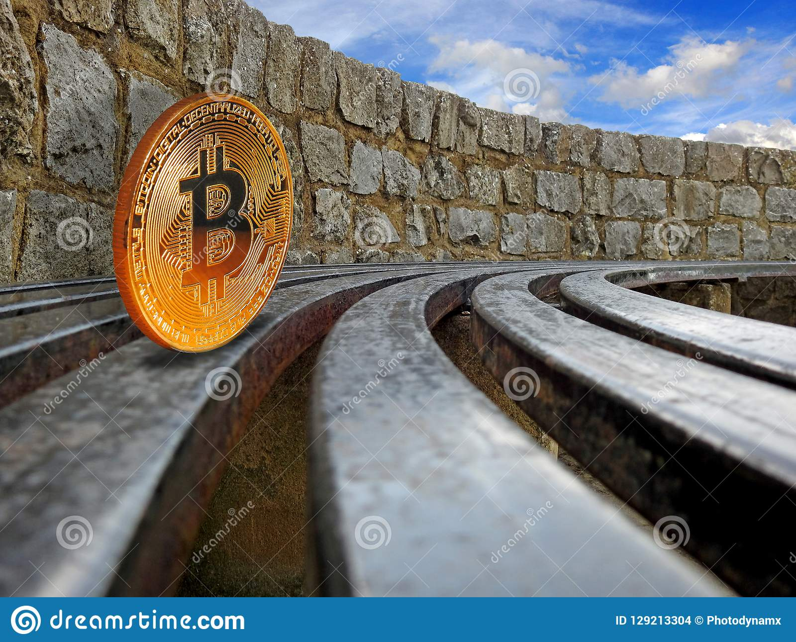 Roulement de cryptocurrency de Bitcoin sur des rails