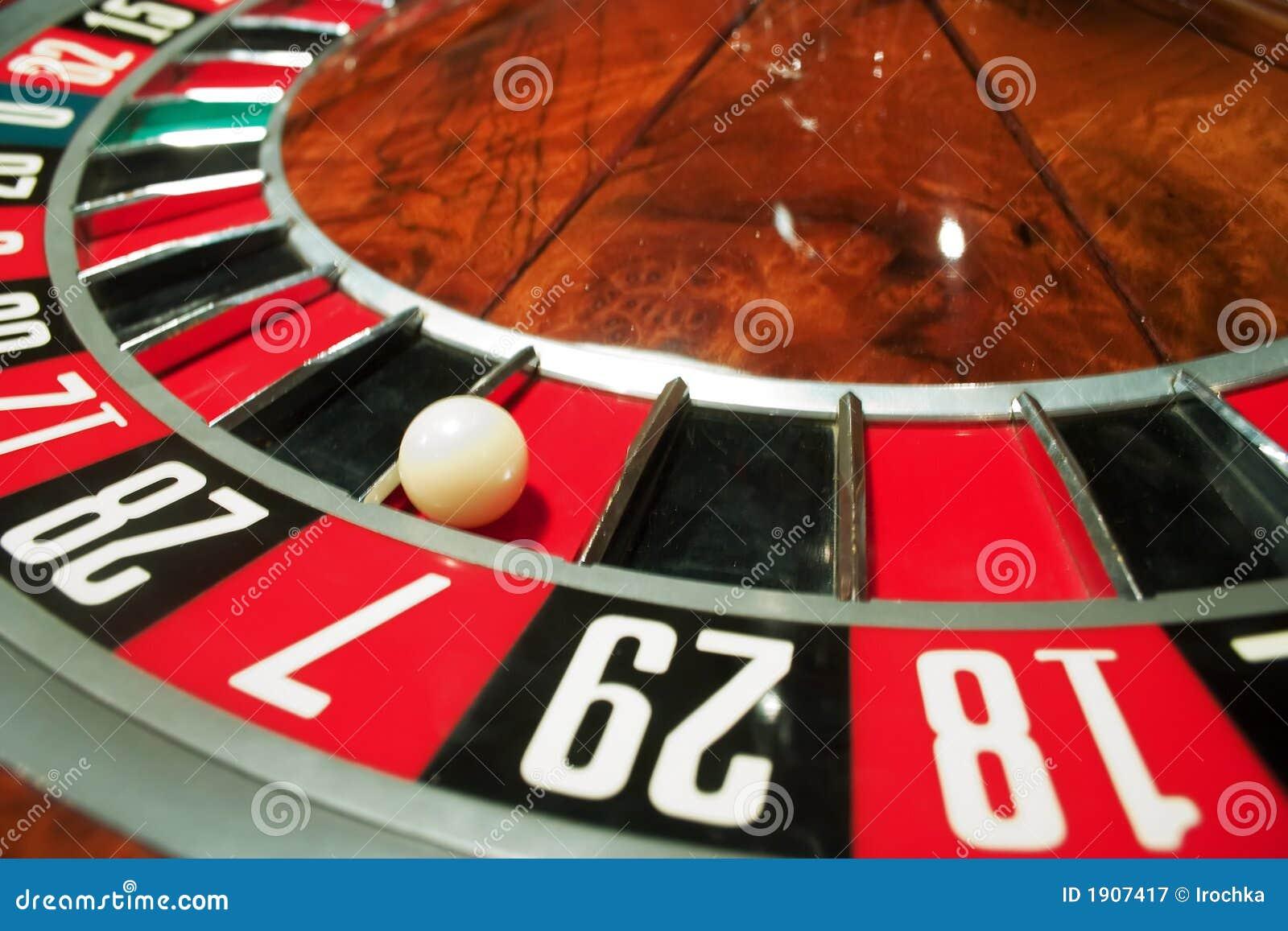 Double ball roulette simulator