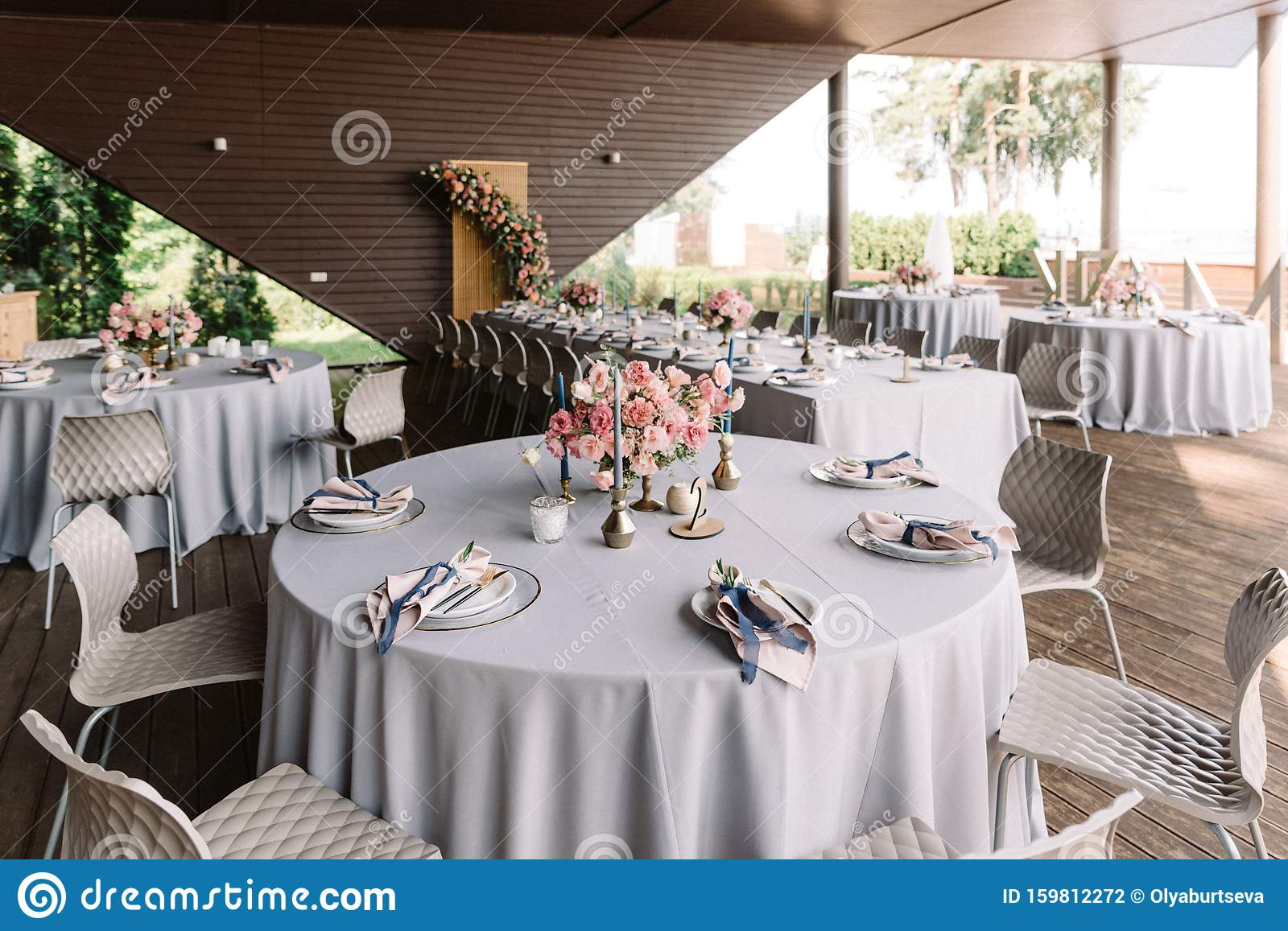 Round Banquet Table In The Restaurant Modern Wedding Decor Stock Photo Image Of Festive Candle 159812272