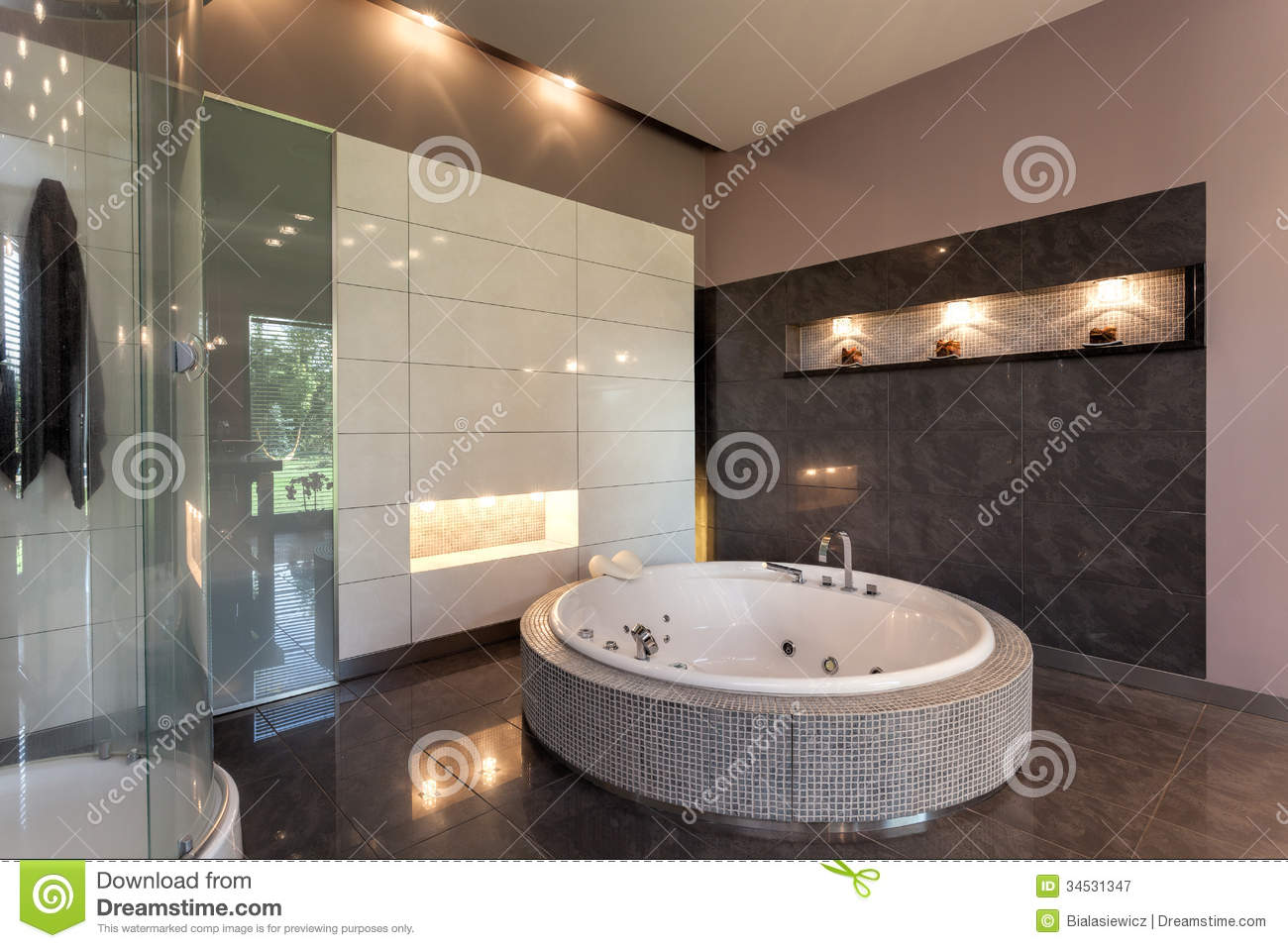 Round Bath In A Luxury Mansion Royalty Free Stock