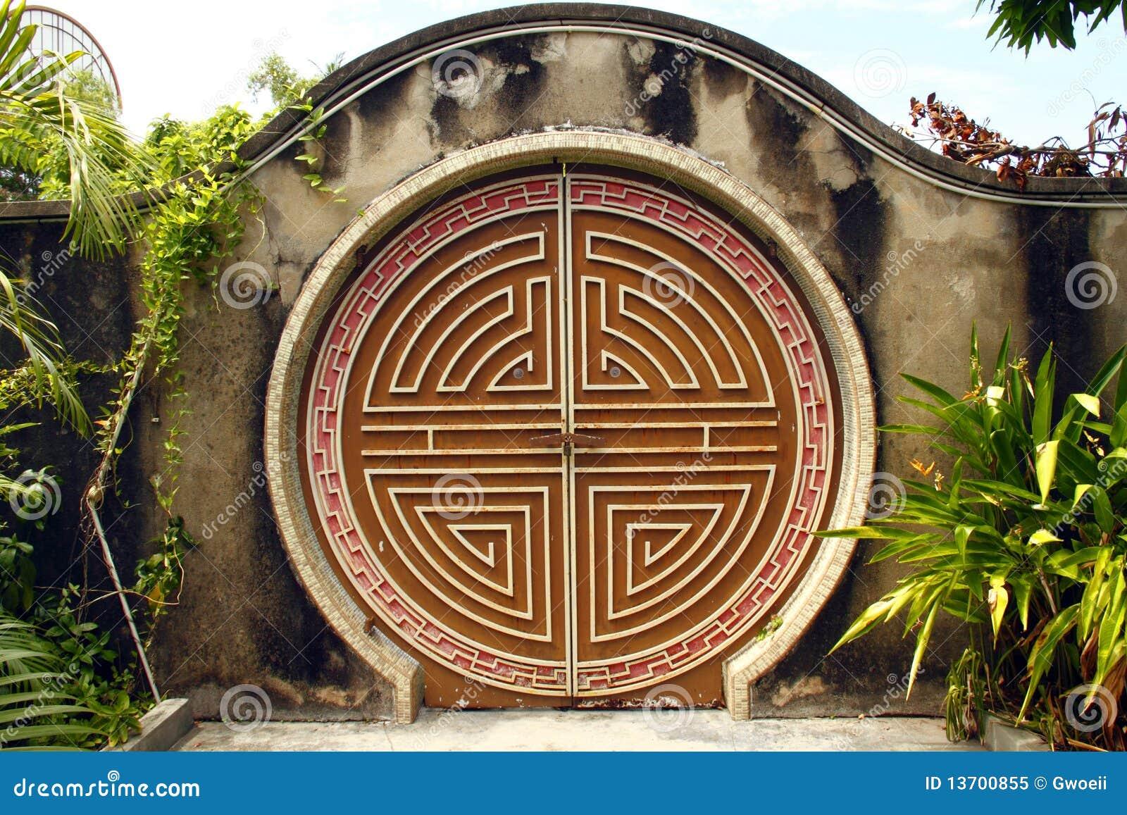 Round Chinese gateway & Round Chinese gateway stock image. Image of movement - 13700855