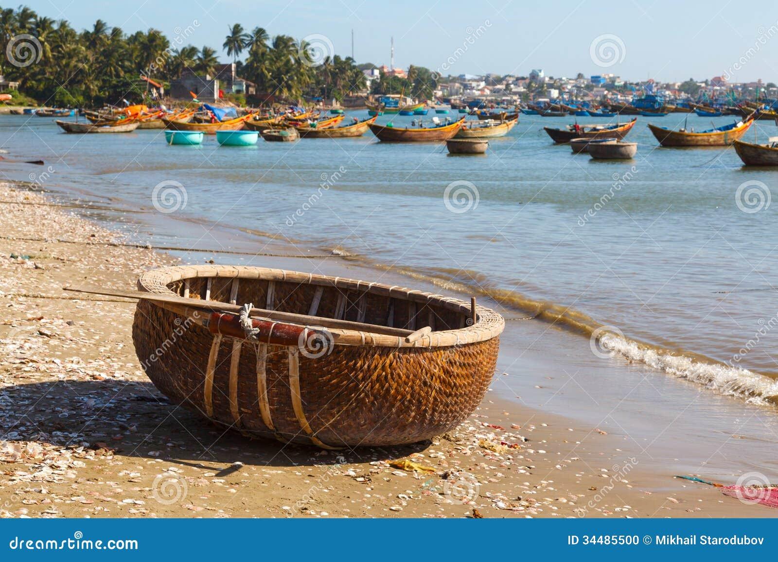 Round fishing boat bay vietnam stock photo image 34485500 for Round fishing boat