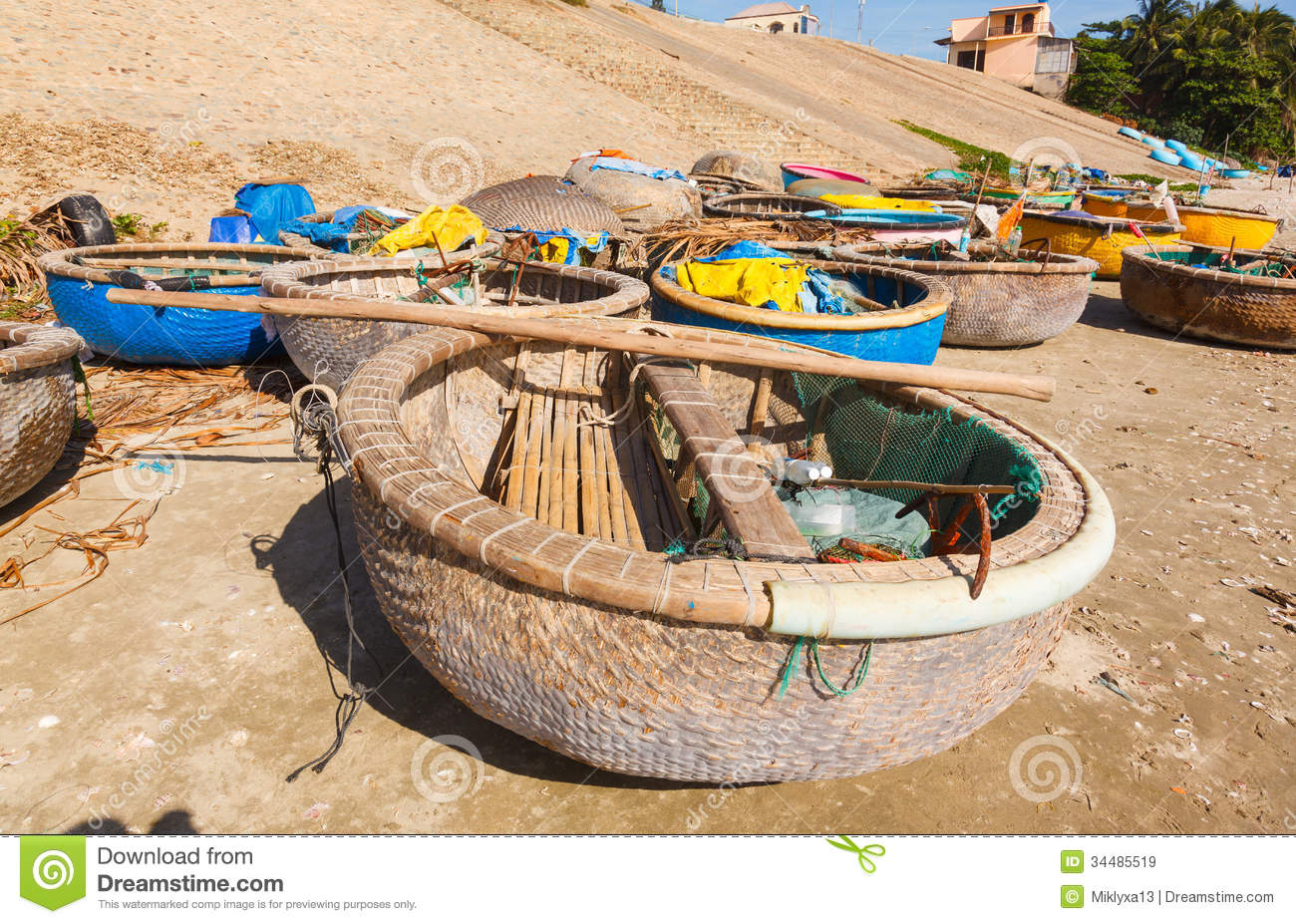 Round fishing boat bay vietnam royalty free stock images for Round fishing boat
