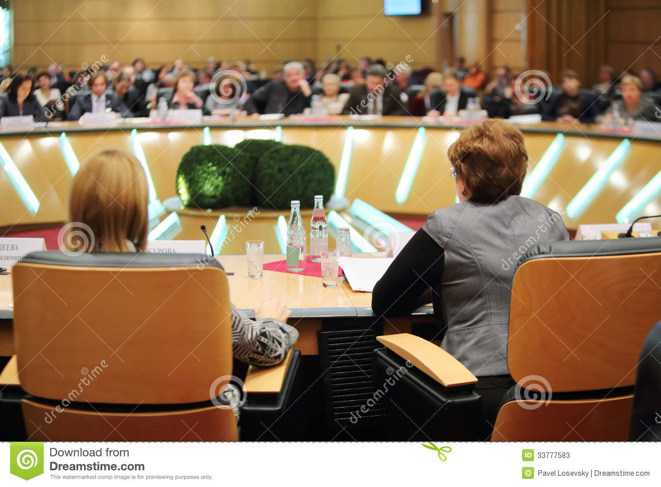Round table at event moscow for life and people editorial for Table moscow