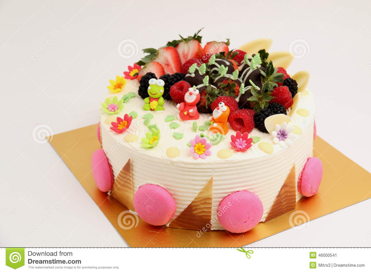 How To Decorate A Cake With Fresh Fruit