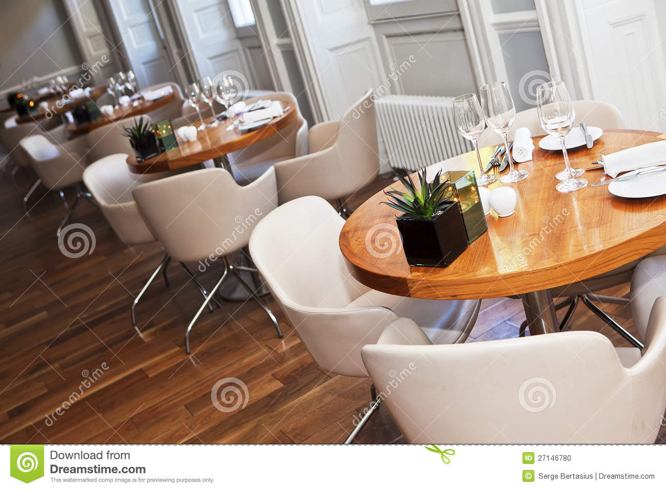 Round Table Restaurant Roundtables