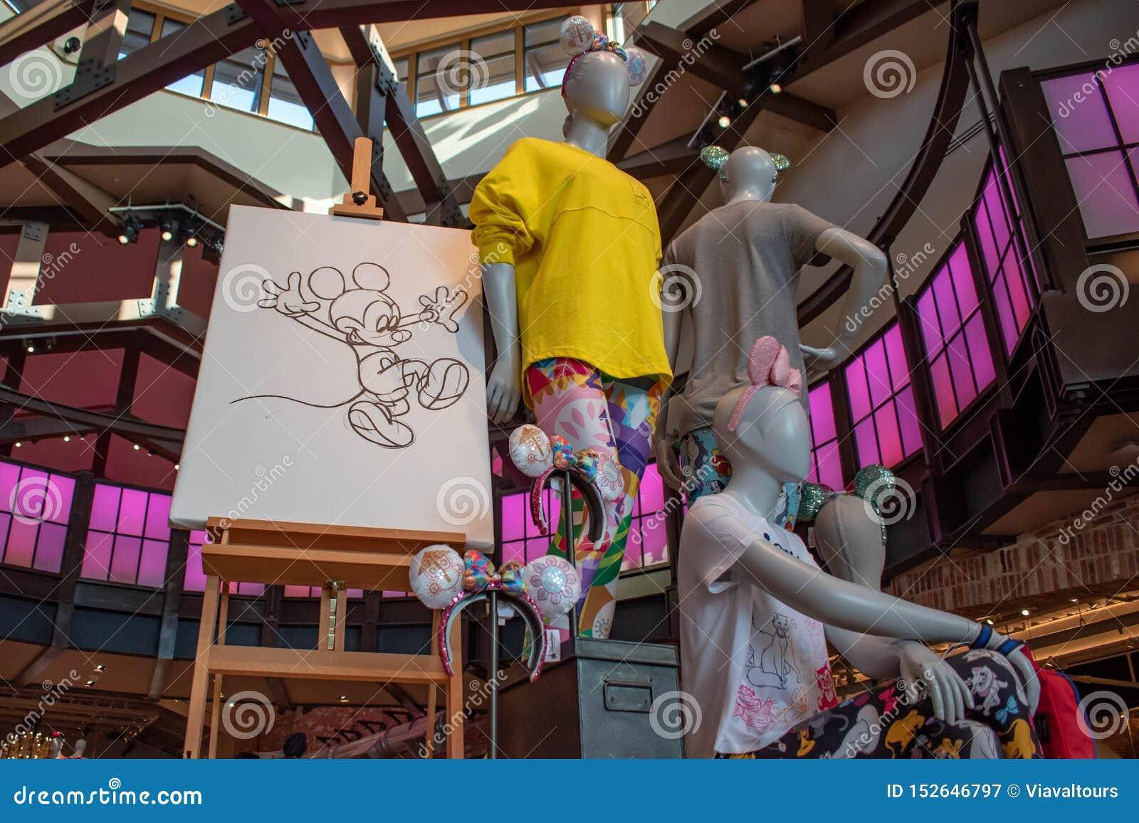 Roupa De Disney E Desenho Coloridos Da Mao De Mickey Nas Molas De