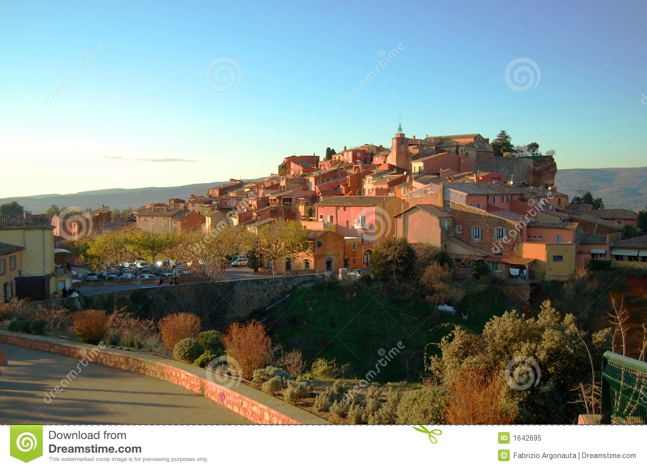 Extraordinary colors of a foreshortening in Roussillon (France) at ...