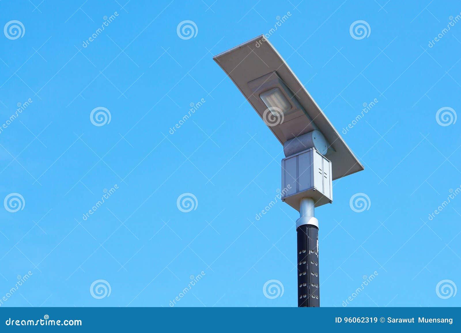 Route à énergie solaire de poteau léger