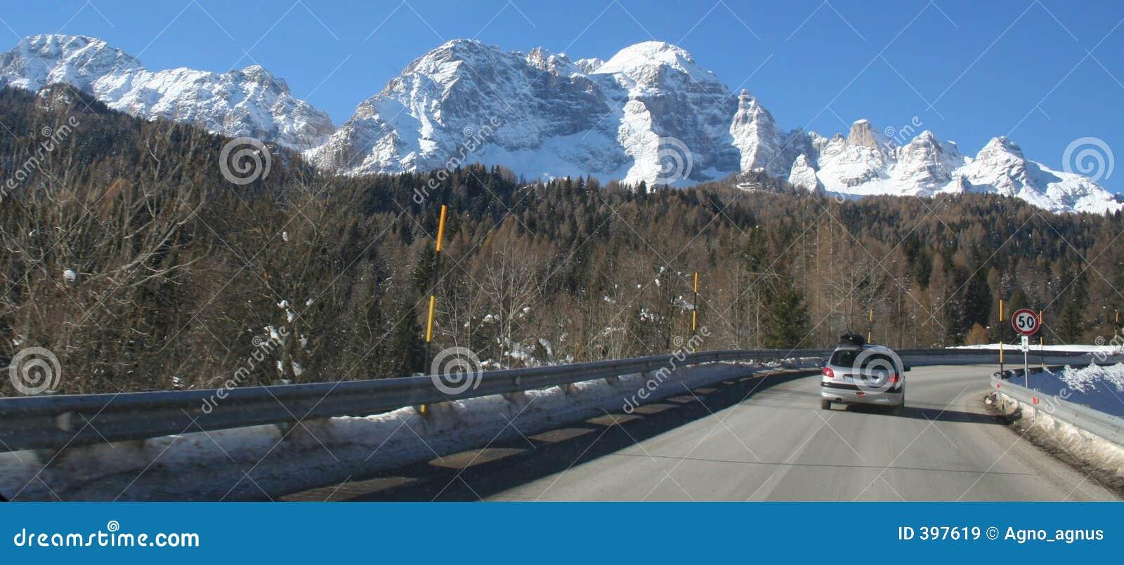 Route à la montagne