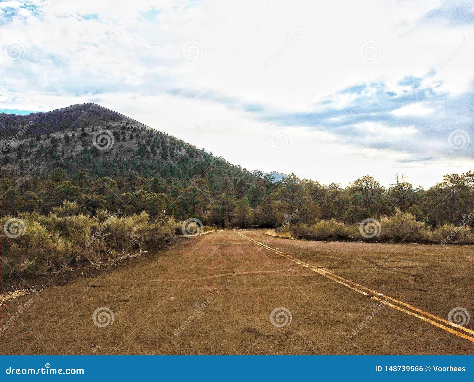 Route au monument national de crat?re de coucher du soleil